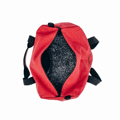 Цвет: Красная ткань