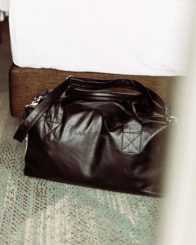 Спортивная сумка из кожи
